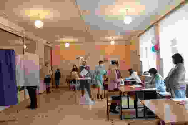 К полудню заключительного дня голосования более трети жителей области и почти половина дмитриевцев, включенных в списки, сделали свой выбор