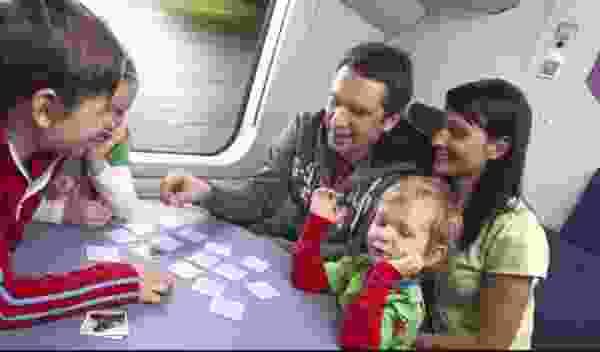 Семьи с детьми могут до конца года купить билеты на поезд со скидкой